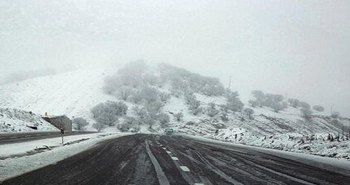 بارش برف و باران و لغزندگی جادههای خراسان رضوی