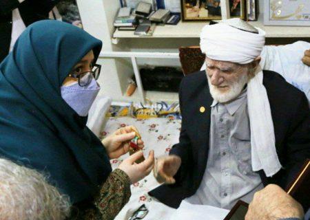 نشان سفیر مدرسه ساز به استاد عثمان محمدپرست اهدا شد
